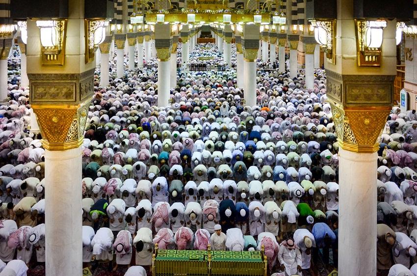 ramadan-madinah-prayer