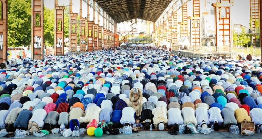 muslims-offering-eid-prayer